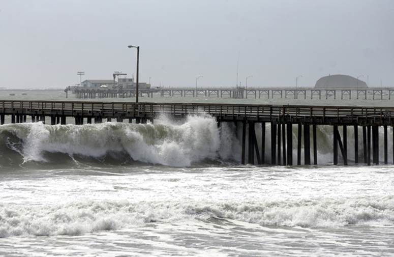 Waves breaking under Avila Pier